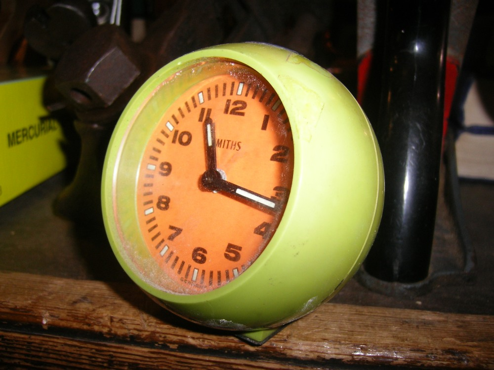 Smiths miniature clock... unfortunately not working.